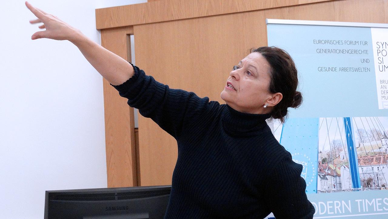 Referentin Mag.rer.soc.oec.Dr.phil. Manuela Hargassner-Delpos, Bmask