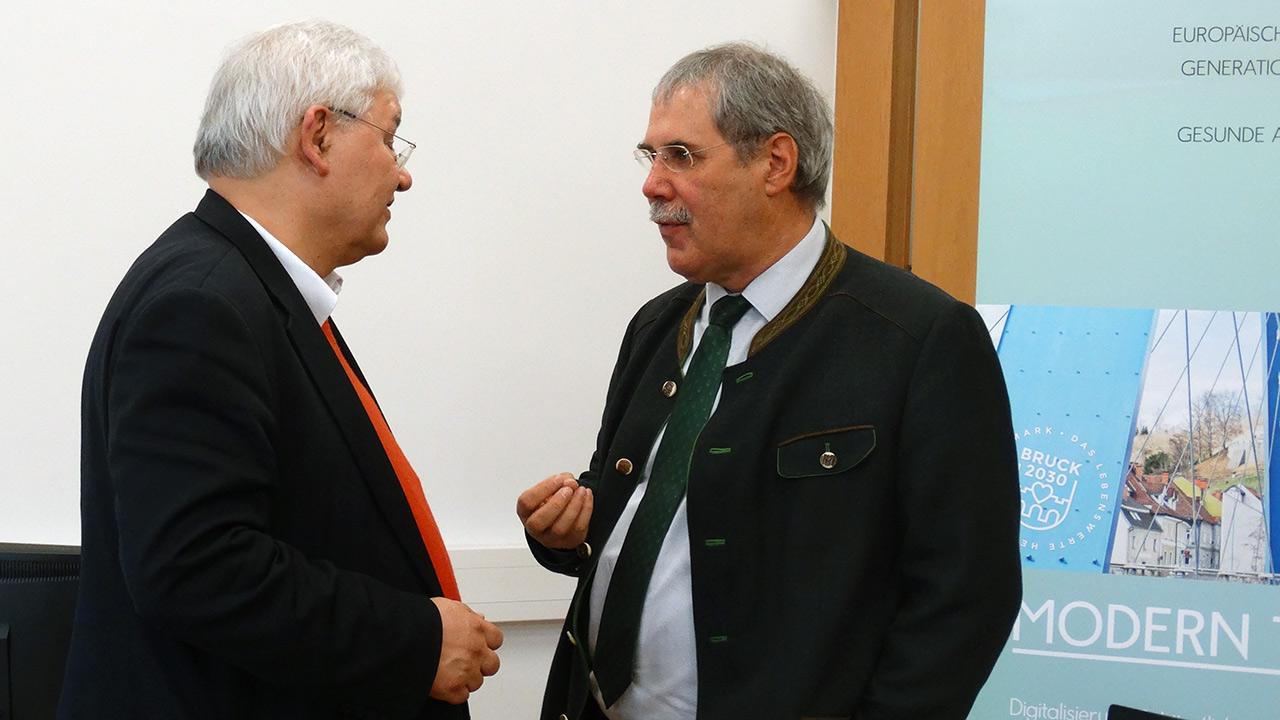 v.l.n.r. Dr. Wolfgang Schinagl (WKO), DI Anton Aldrian (Dir. HBLA Bruck)