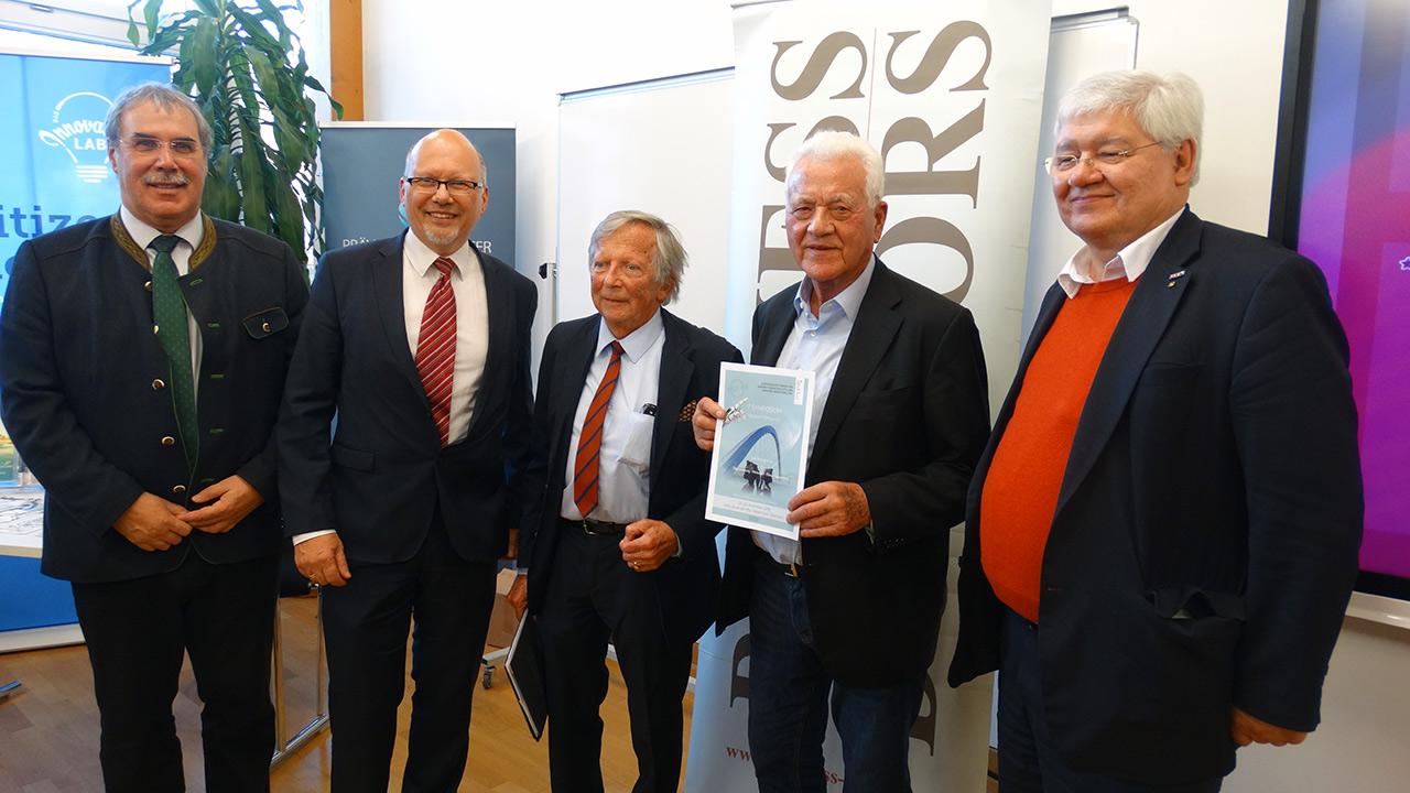 v.l.n.r. DI Anton Aldrian (Dir. HBLA Bruck), Michael Kornhäusel (Business Doctors), F.K. Daublebsky (Business Doctors), Frank Stronach, Dr. Wolfgang Schinagl (WKO)