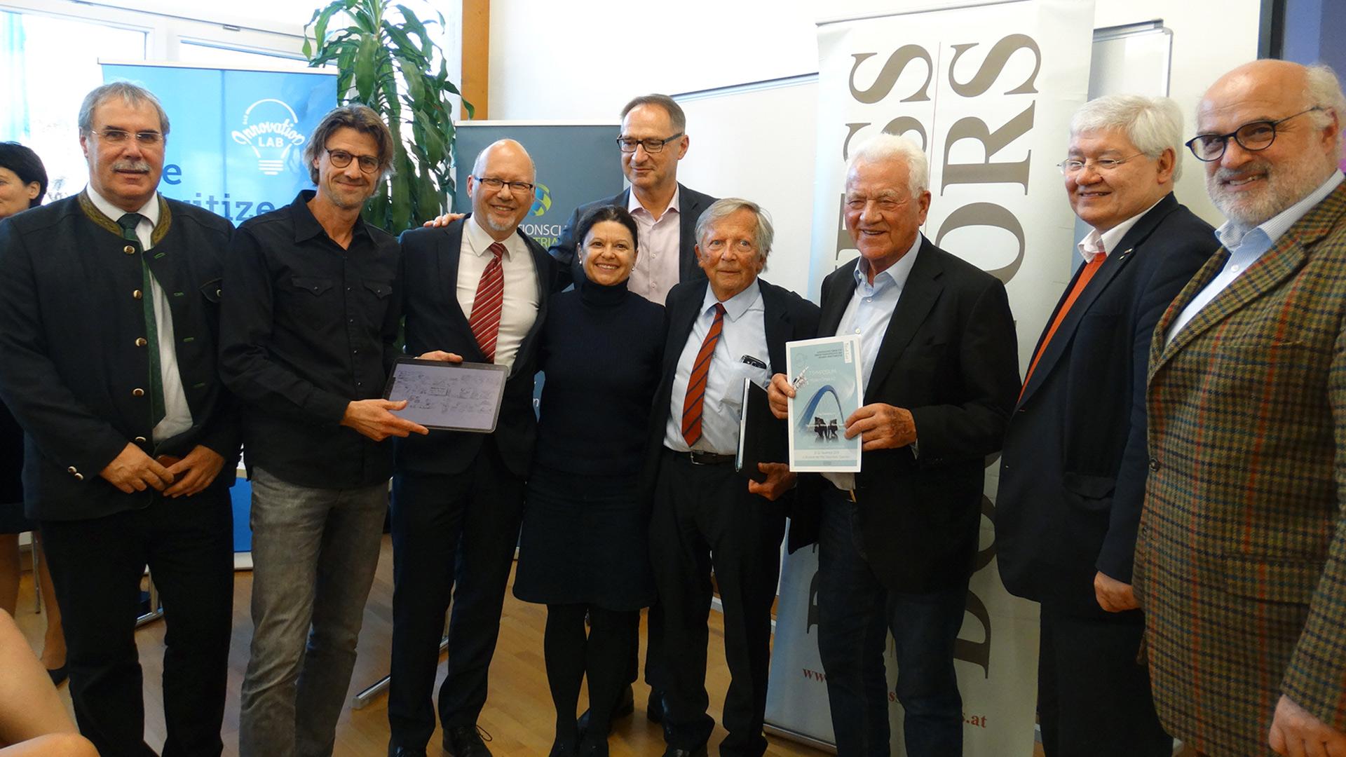 v.l.n.r. DI Anton Aldrian, Ing. Reinhard Gussmagg (Gussmagg Art), Michael Kornhäusel (Business Doctors), Mag. Bernd Bruckmann (Qiquadrat), Mag.rer.soc.oec.Dr.phil. Manuela Hargassner-Delpos, Bmask, F.K. Daublebsky (Business Doctors), Frank Stronach, Dr. Wolfgang Schinagl (WKO), Dr. Viktor Weinrauch, Egomanum