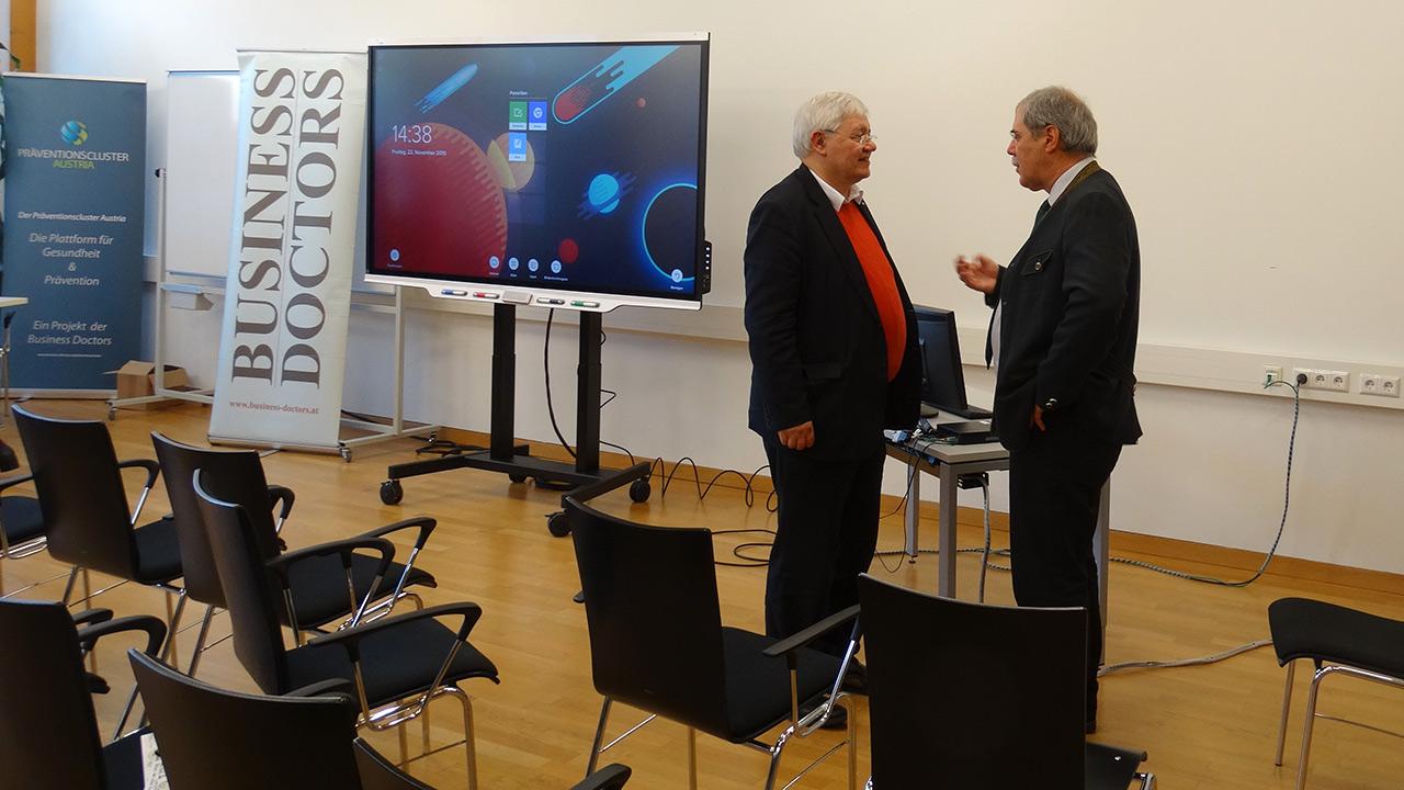 v.l.n.r.: Dr. Wolfgang Schinagl (WKO Steiermark), DI Anton Aldrian (Dir. HBLA Bruck Forstschule)