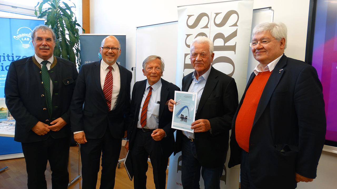 v.l.n.r.: DI Anton Aldrian (Dir. HBLA Bruck), Michael Kornhäusel (Business Doctors), F.K. Daublebsky (Business Doctors), Frank Stronach, Dr. Wolfgang Schinagl (WKO Steiermark)