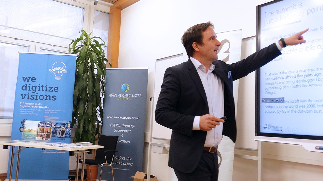 DI Hermann Erlach von Microsoft zeigte in seinem fesselnden Referat auf, wie ein Weltkonzern wie Microsoft zur Spitze kommt und an der Spitze bleibt.